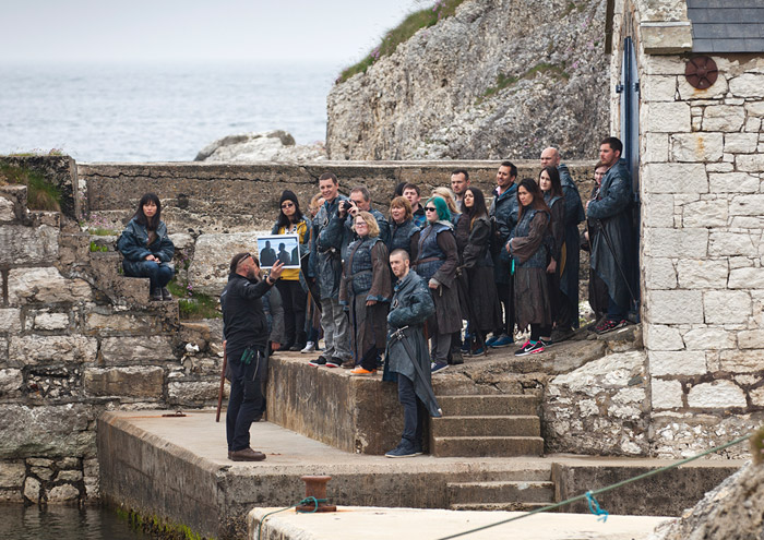 game of thrones tour crowd at harbour